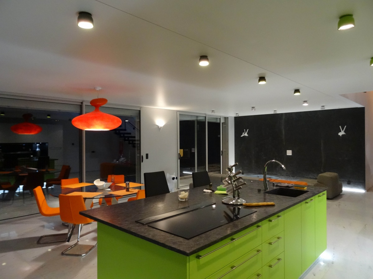 Maison contemporaine Brebion : Cuisine de nuit-1-light