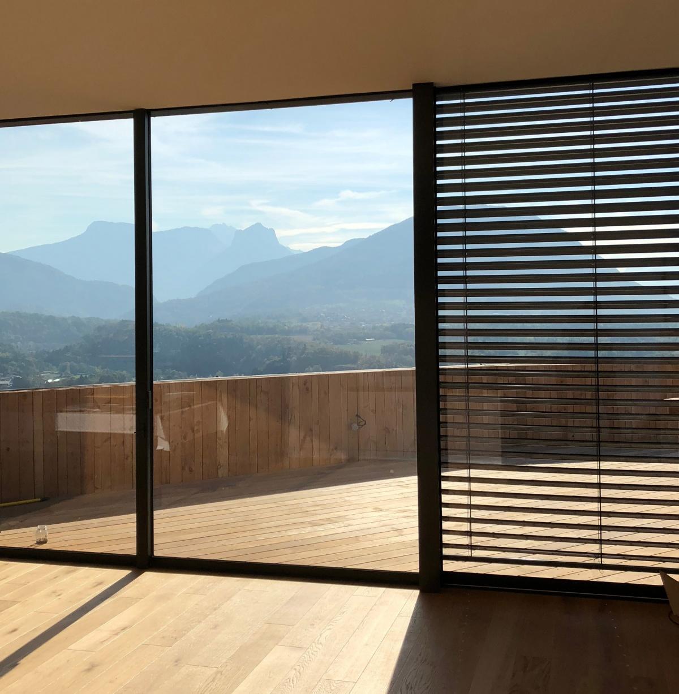 Maison Pont : intérieur/ extérieur