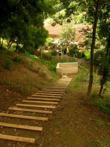Jardin en pente courzieu 69 - Jardin en pente douce amenagement saint etienne ...