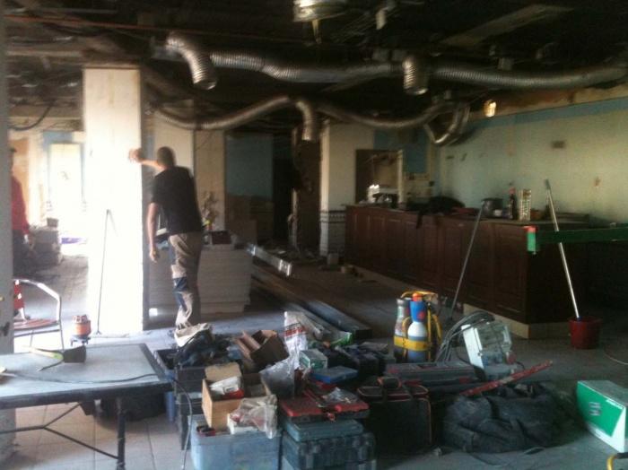 Réhabilitation d'un ancien bar en Café Lounge : Av. travaux