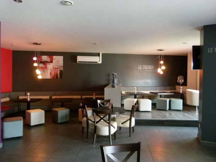 Réhabilitation d'un ancien bar en Café Lounge : esp. 2/3