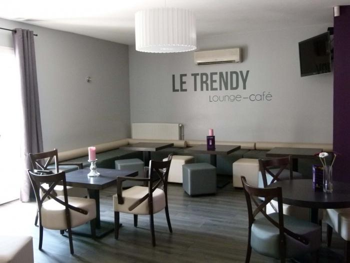Réhabilitation d'un ancien bar en Café Lounge : etag