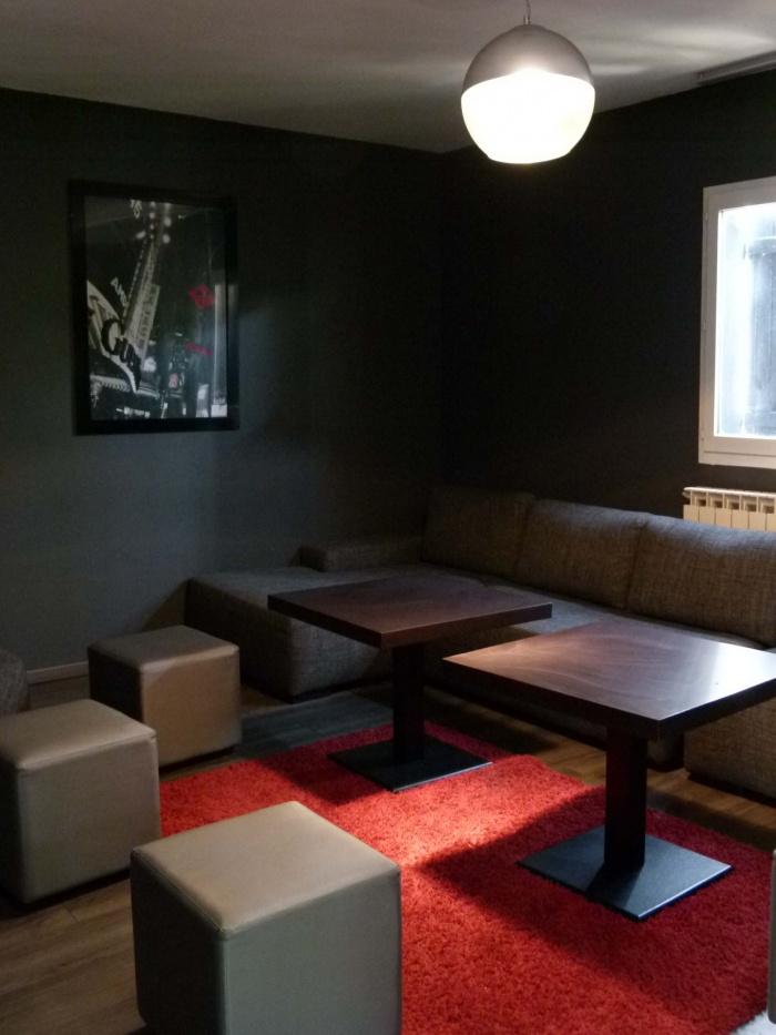 Réhabilitation d'un ancien bar en Café Lounge : salle VIP