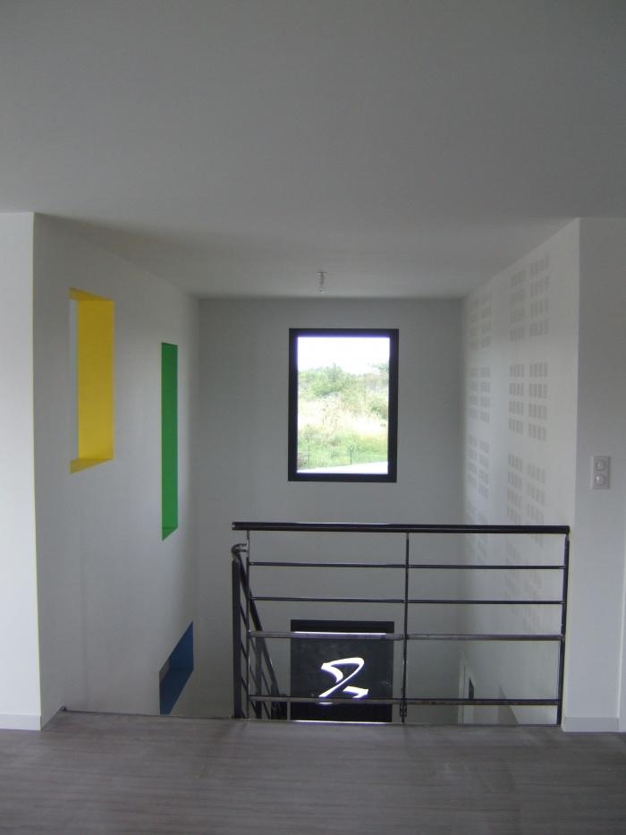 Maison et Centre de Kinésithérapie à Vourles : Détail entrée maison intérieur
