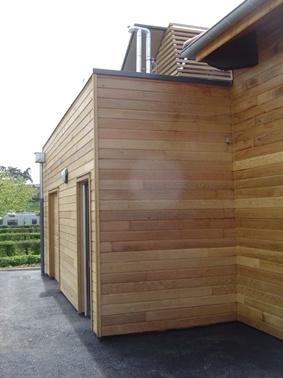 Construction d'un bloc sanitaire et salle d'accueil : Facade est