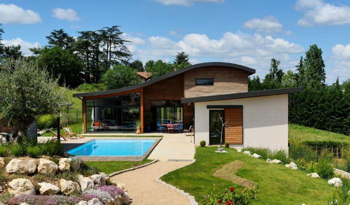Maison contemporaine bois & béton à Brignais : une réalisation de ...