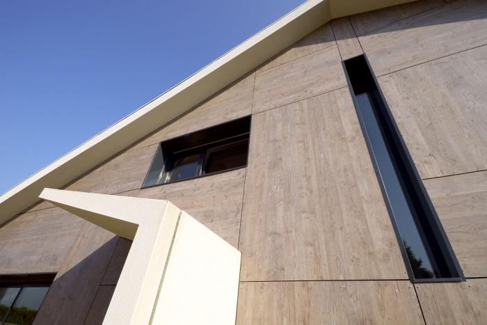 Maison contemporaine bbc cessieu cessieu for Porche maison moderne