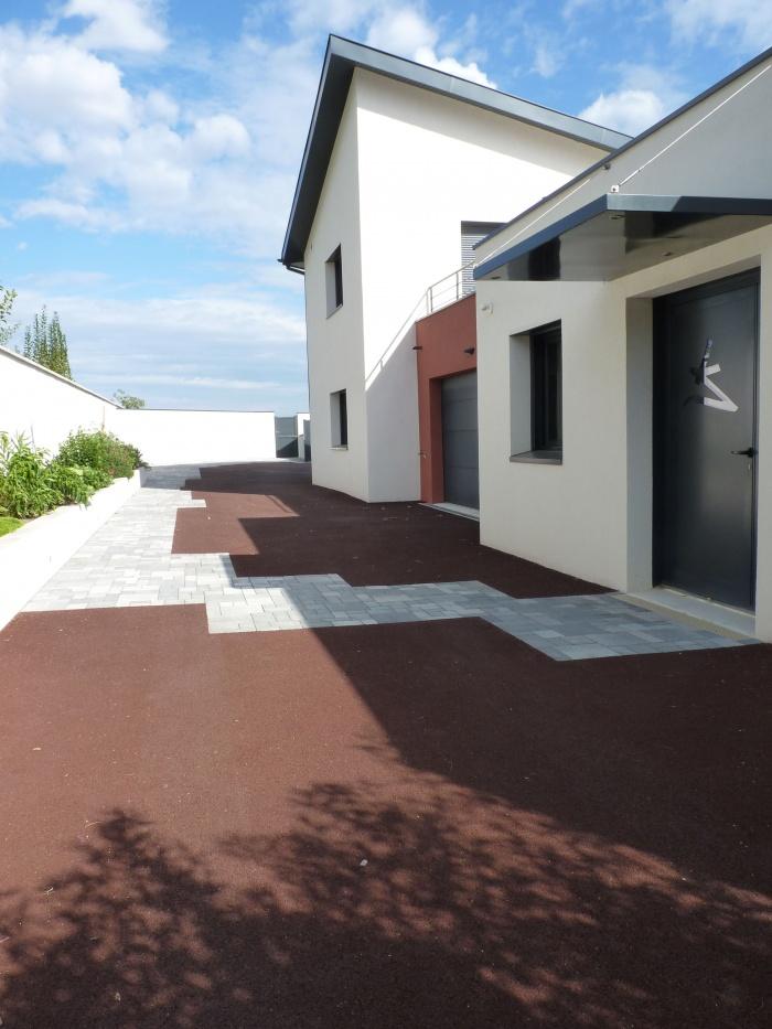 Maison et Centre de Kinésithérapie à Vourles : Entrée Kiné