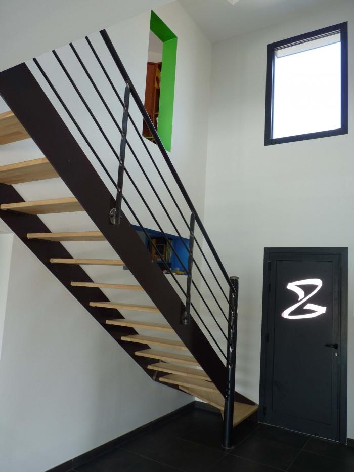 Maison et Centre de Kinésithérapie à Vourles : Entrée maison