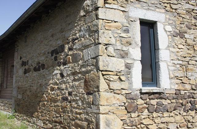Transformation d'une grange en habitation : fost-architecture_GRIO_01_angle-nord-ouest_item-type-6.jpg