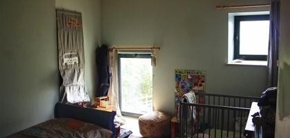 Transformation d'une grange en habitation : fost-architecture_GRIO_08_vue-chambre_item-type-2