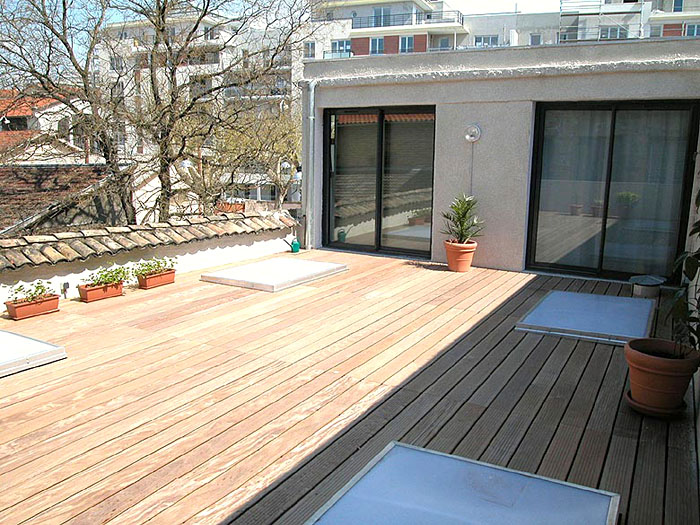 terrasse bois avec puit de lumiere. Black Bedroom Furniture Sets. Home Design Ideas