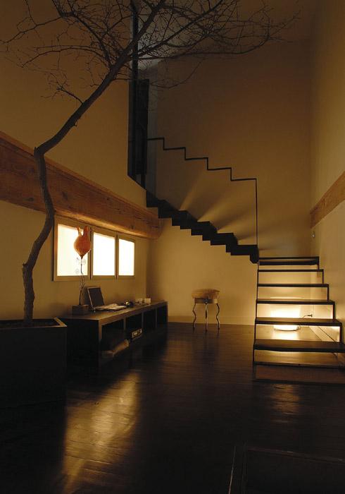 coin escalier en lumière artificielle