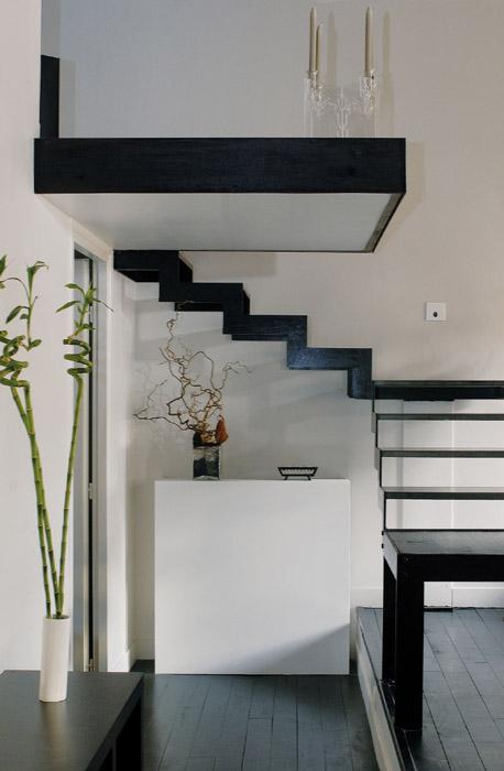 accès chambre sous l'escalier